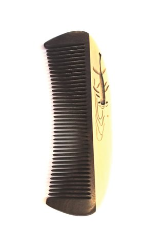 8100927   Tan's Chacate Preto wooden comb With Handpainted fish design