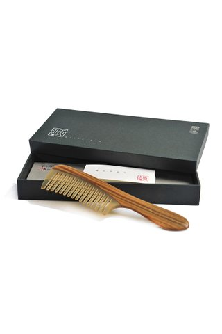 8100980 | Ox Horn Comb Teeth With Sandal Wood Handle Long Hair Comb